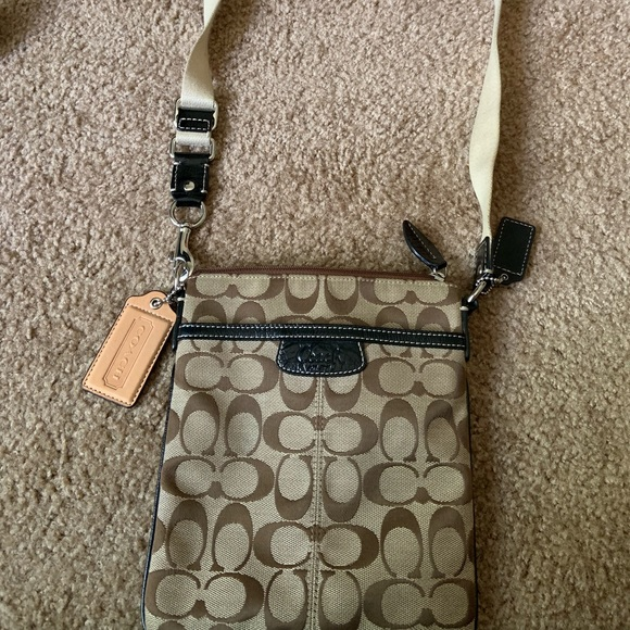 Coach Handbags - Coach cross-body purse